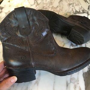 "✨NWOT✨ BORN Boots - ""riven"" sz 9"